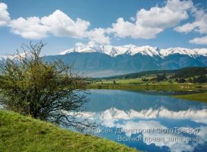 Езеро край Бачево на фона на Пирин
